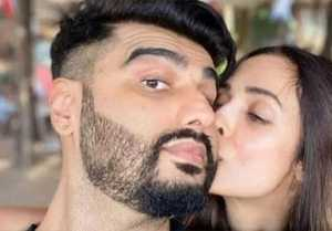 Malaika Arora & Arjun Kapoor secretly got engaged ?; Check Out