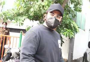 Arjun Kapoor visits Grandmother home at Lokhandwala; Watch Video