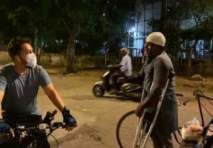 Mikka Singh distributes money to needy people; Watch Video
