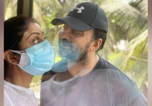 Shilpa Shetty romances with Husband during quarantine; Check Out