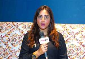 Bigg Boss 15: Arshi Khan Exclusive Interview on Karan Johar vs Salman Khan Hosting BB 15