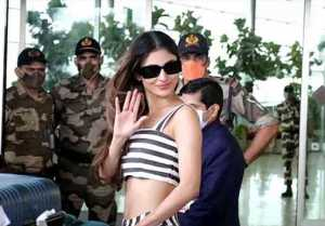 Mouni Roy spotted at airport in westren look ;Watch Video