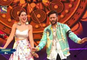 Super Dancer 4 : Ritesh Deshmukh and Genelia D'Souza on the set of Super dancer