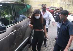 Alia Bhatt visits at Ranbir Kapoor's bungalow Krishnaraj's construction; Watch video