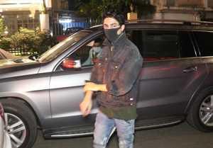 Shahrukh Khan Son Aryan Khan Snapped by Media at Bandra