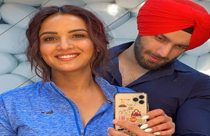 Jasmin Bhasin meets Shehzad Deol after her Punjabi song shoot; Check Out -  Filmibeat