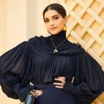 Sonam Kapoor Receives A Star At Dubai Walk Of Fame!
