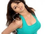 Namitha Mobbed Fans Ke