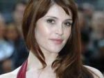 Arterton Marries Fiancee