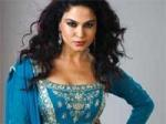Bigg Boss4 Veena Malik Smooch