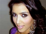 Kim Kardashian Bonds Glee Stars 180111 Aid
