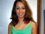 Krishana Abhishek Reacts Kashmira Boobshow 280211 Aid