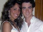 Kevin Jonas Danielle Family 250511 Aid