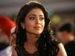 Shriya Saran Show Off Batting Skills Life Is Beautiful