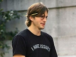 Steve Jobs Death Left Ashton Kutcher Emotional