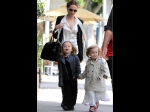 Five Hollywood Celebrity Mothers With Adorable Twin Children 204285 Pg
