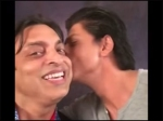 Shoaib Akhtar Deleted Kissing Video With Shah Rukh Khan