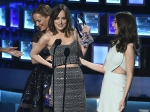 Omg Dakota Johnsons Dress Breaks On The Peoples Choice Awards Stage