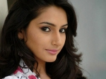 Ragini Dwivedi S Date With Turtles And Sharks