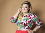 Cancer Scare Ravaged The Day Of Kelly Clarkson S First Grammy Win