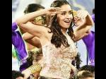 Shraddha Kapoor Monali Thakur Set Ipl Opening Ceremony On Fire At Eden
