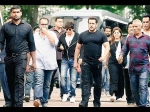 Shahrukh Khan Gives Expensive Gift To Salman Khan For His Cameo Leaves Him Shocked See Picture