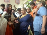Aishwarya Rai Bachchan Gets Panicked Tries Protect Aaradhya From Crowd Spotted Ganapati Darshan