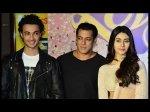 Bigg Boss 12 Weekend Ka Vaar Graced By Love Yatri Stars Salman Khan Does Garba On Indian Idol