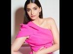 Sonam Kapoor Reacts Furiously As Fans Ask Her To Shift To Pakistan; She Says She's 'Half Peshawari'
