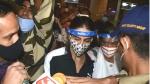 Netizens Shame Media For Creating Chaos Around Sara Ali Khan & Amrita Singh At The Mumbai Airport