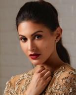anegan tamil movie actress name