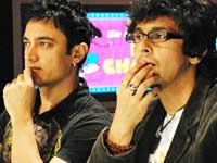 Aamir Khan and Sonu Nigam at SaRe Ga Ma Pa show