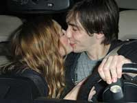 Drew Barrymore and Justin Long kissing