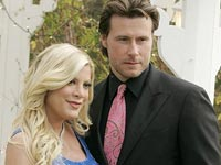 Tori Spelling with her husband