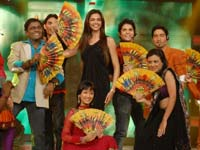 Deepika and contestants