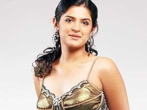 Deeksha Seth In Vettai Mannan Deeksha Seth roped in ...