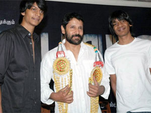 Vikram with producers Prathish and Santhosh