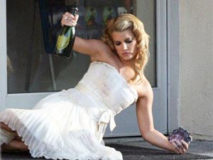 Jessica Simpson drunk swaying