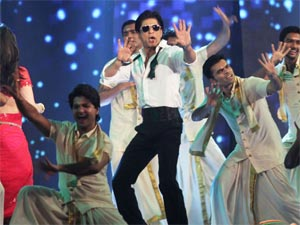 Shahrukh performs Chammak Challo