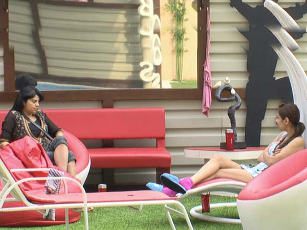 Pooja bonding with Shraddha in Bigg Boss 5 house