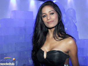Poonam Pandey Silicon Implantation Breast Enhancement Bigg Boss 5 Shraddha Sharma Filmibeat