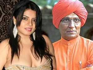 Big Boss 5: Swami Agnivesh gets cosy with Shraddha?