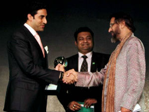 Abhishek Bachchan receiving Green Globe award