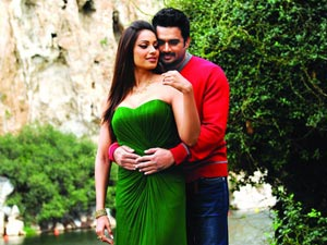 Bipasha and Madhavan in Jodi Breakers
