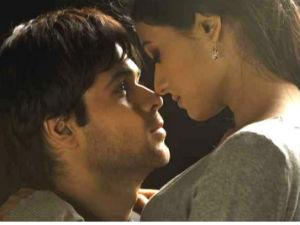 Jannat 2 Movie Review Emraan Hashmi Randeep Hooda Esha Gupta