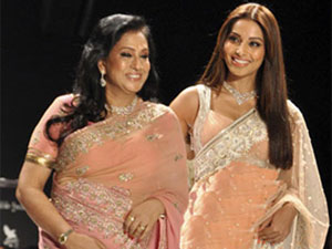 Bipasha Basu with mom