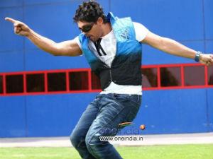 Allu Arjun hurts his back on Julayi sets