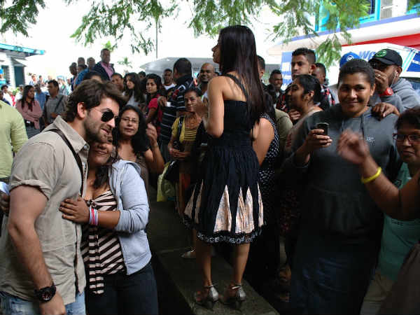 Neil Nitin Mukesh gets mobbed on 3G sets