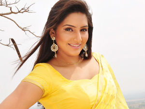 Ragini Dwivedi's Face2Face with Mammootty - Filmibeat