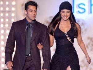 who is salman khan dating at the moment